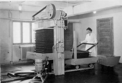 Eldre bilde av pakkpresse Askim Frukt -og Bærpresseri